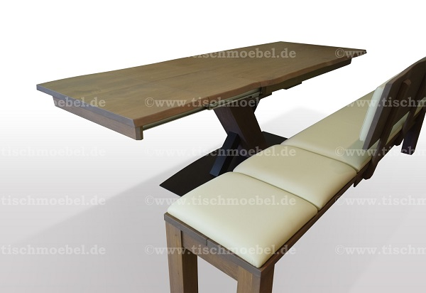 Tisch-mit-baumkante-Wildeiche-ausziehbar-mit-sitzbank-auf-schwarzstahl-x-untergestell