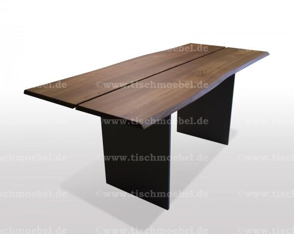 Baumtisch aus Nussbaum Schwarzstahl Platte geteilt